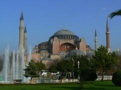 constructia-de-la-kentford-este-legala-va-fi-construita-o-biserica-asemanatoare-cu-catedrala-sfanta-sofia-din-istanbul-1350896298 (1)