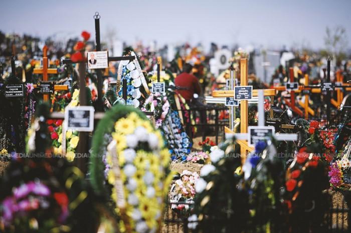 pregatirile-de-pastele-blajinilor-la-cimitirul-sfantul-lazar-sunt-in-toi-1429191852