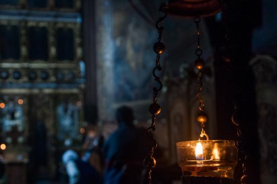 candela_biserica_interior_foto-silviu_cluci