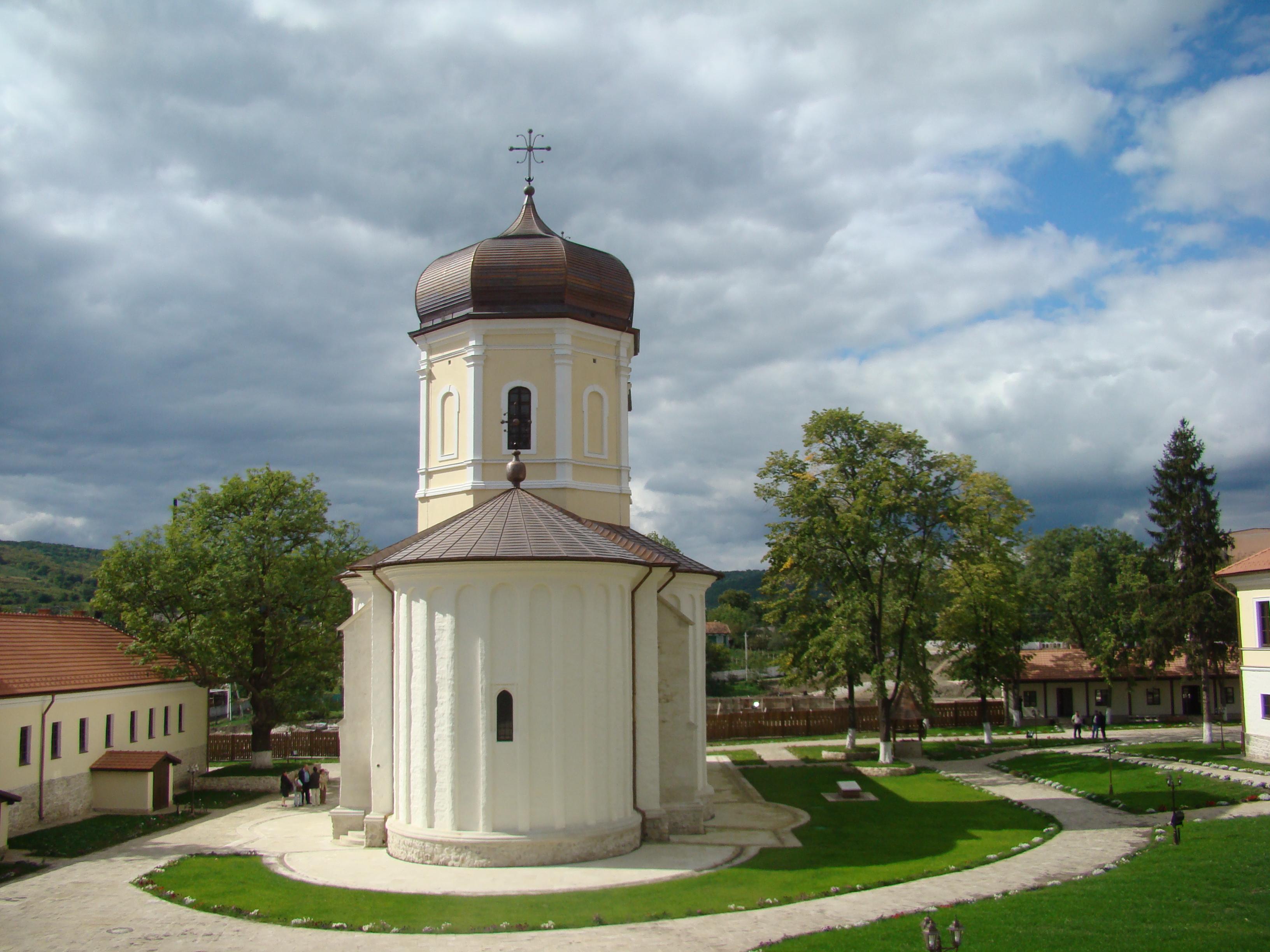 Căpriana_monastery,_2007