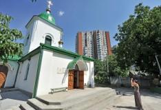 800px-Мазаракиевская_церковь_вид_слева