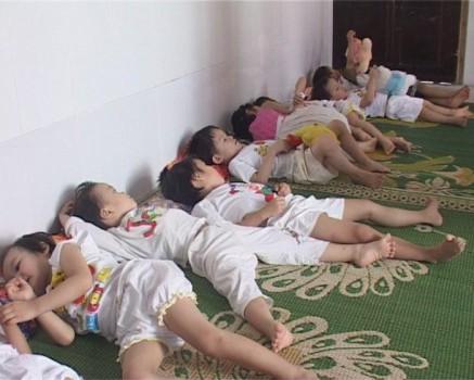528118 440608695960165 1817933032 n 437x350 Un vietnamez a adoptat mai mult de 50 de copii nedoriţi pentru a i salva de la avort