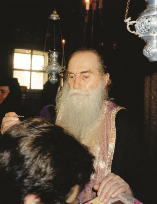 Duhovnicul slujind la Mănăstirea Techirghiol din Constanţa Sursă foto Arhiepiscopia Tomisului Citeste mai mult: adev.ro/nh3v46