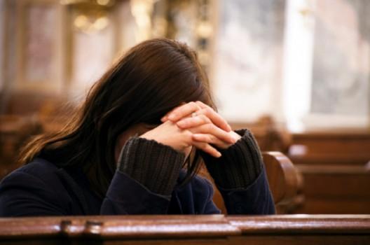 rugaciune-in-biserica-600x398
