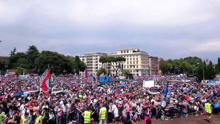 Un milion de oameni au manifestat la Roma împotriva legalizării căsătoriilor gay şi a ideologiei genului2