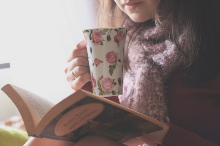 121530__girl-mood-brunette-cup-design-drawing-flowers-flowers-books-book-pages-reading-learning_p