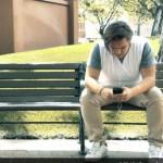 Dependenţa de telefonul mobil ne lipsește de multe bucurii din viață (video)