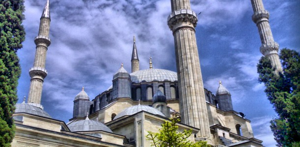 Selimiye-Mosque-in-Edirne-Turkey-2-610x300