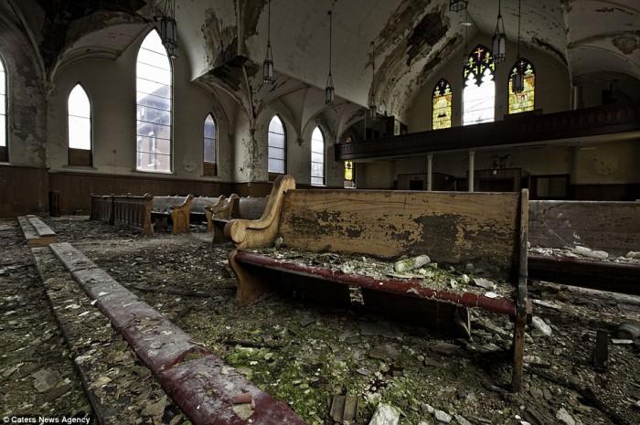 derelict-church