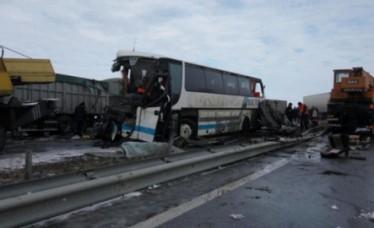 big-accident-cumplit-langa-odesa-un-autobuz-din-republica-moldova-s-a-ciocnit-violent-cu-doua-camioane-trei-oameni-au-murit
