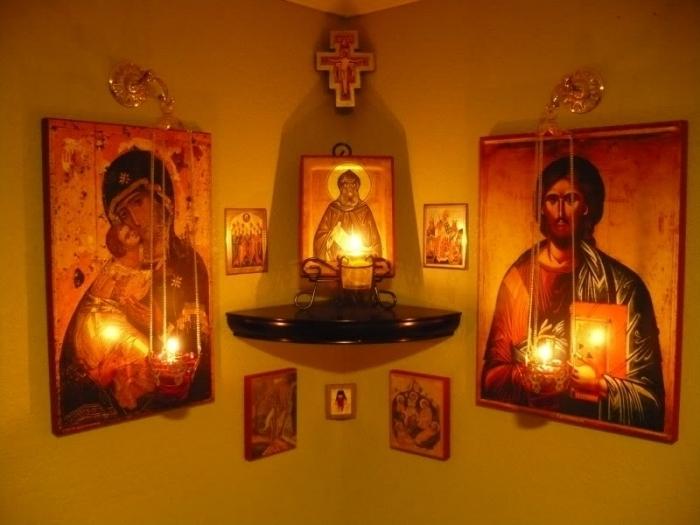 polka_dlya_ikon_svyatoj_ugol_hristianskogo_doma