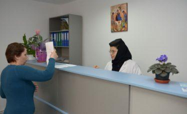 maica-asistenta_w747_h373_q100