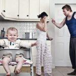 Ce păţesc bebeluşii atunci când părinţii lor se ceartă?