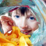 Otrava din chipsuri! Faimoasele gustări, pline de prafuri şi chimicale