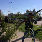 Studenții teologi au participat la salubrizarea Chișinăului în urma consecinţelor calamităţii naturale de săptămâna trecută