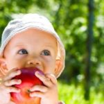 Sufletul unui copil e ca o picatură de ploaie pe trupul unui măr….